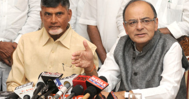 The Union Minister for Finance, Corporate Affairs and Information & Broadcasting, Shri Arun Jaitley along with the Chief Minister of Andhra Pradesh, Shri N. Chandra Babu Naidu addressing the Joint Press Conference, in New Delhi on August 25, 2015.