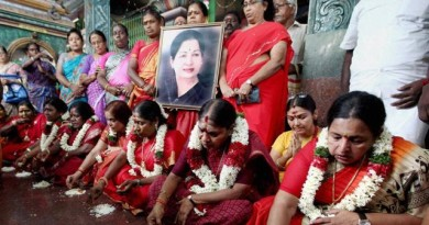 women-pray-for-the-recovery-of-jayalalithaa_295dee4a-8af0-11e6-8186-8729fcb8a174-1